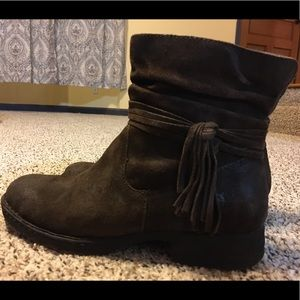Born Cross Boots: Disttressed Suede Leather Size 9